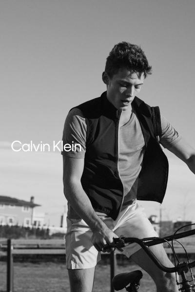 Calvin Klein predstavlja prolećnu kolekciju namenjenu aktivnim muškarcima
