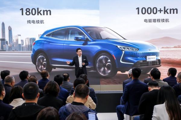 Huawei predstavio svoj prvi automobil