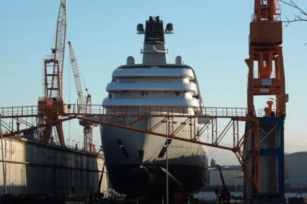 Nova jahta Romana Abramovića predstavlja plutajući soliter