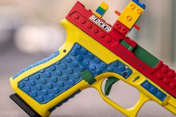 Američkoj kompaniji zabranjena prodaja Glok pištolja kamufliranih u LEGO igračke