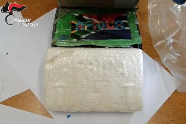 Ljudima na Sardiniji sa neba pao čist kokain vredan gotovo osam miliona evra