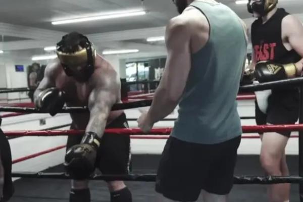 Edi Hal pokidao biceps tokom treninga