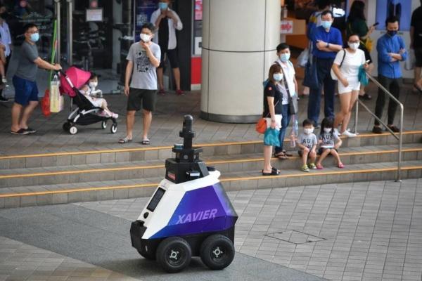 Singapur u službu uvodi prve robote policajce
