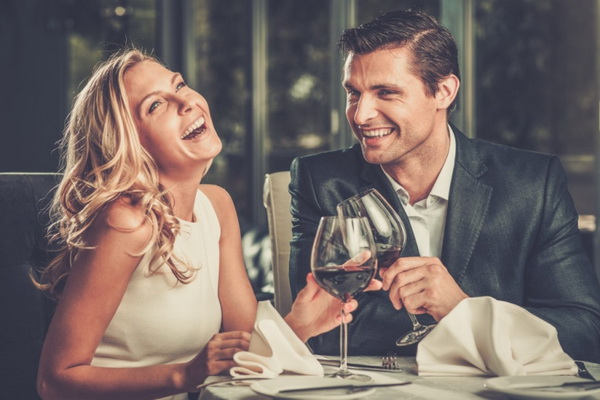 Kako da osvojite devojku na prvom sastanku - Muški magazin